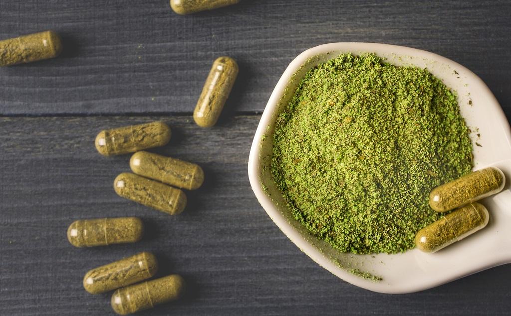 kratom-mitragyna-speciosa-capsules-pills-2VNAFM2