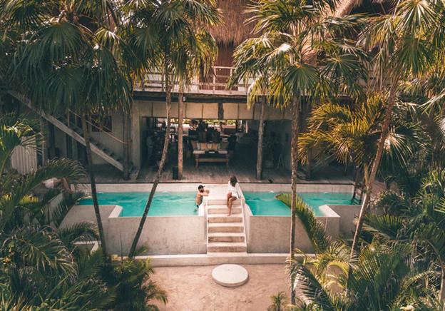 couple in swiming pool